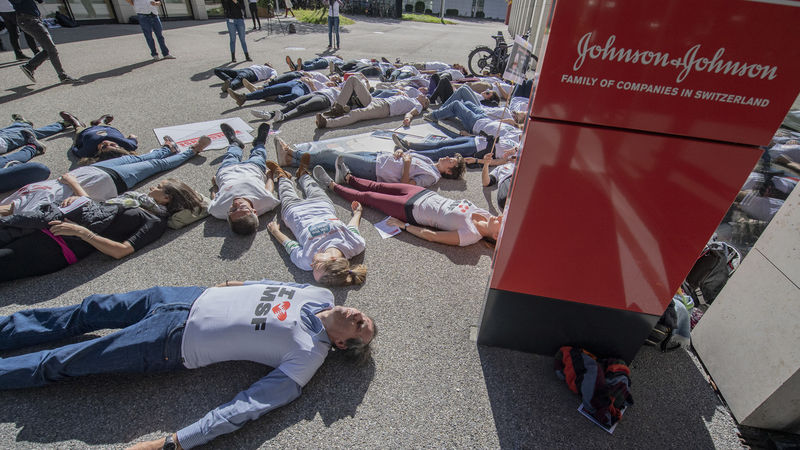 Demonstration in Zug für billigeres Tuberkulose-Medikament von J&J