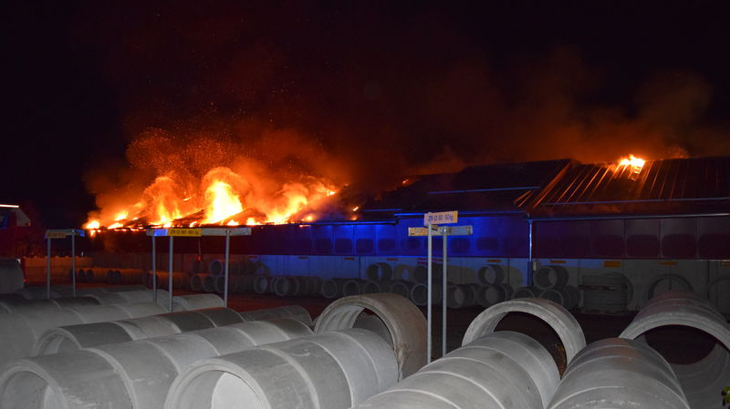 Fabrikationshalle in Rickenbach gerät gross in Brand