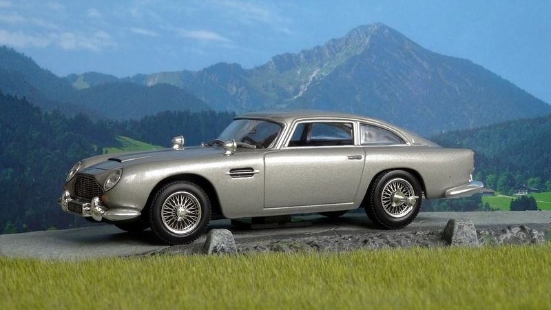 Aston Martin baut James Bonds Auto aus