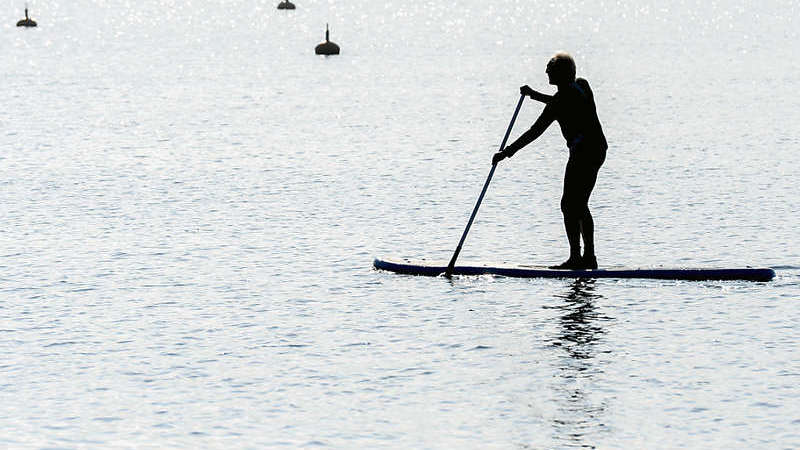 Drei Stand-up-Paddler geraten in Walchwil in Seenot